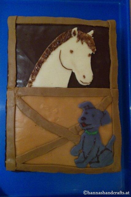 Pferdestall mit Hund